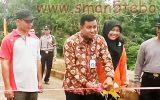 Kabid SMA Diknas Propinsi hadiri kegiatan mewarnai kain batik bersama peserta didik SMAN 5 TEBO sepanjang 500 meter