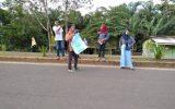 siswa SMAn 5 TEBO rayakan kelulusan dengan berbagi takjil gratis